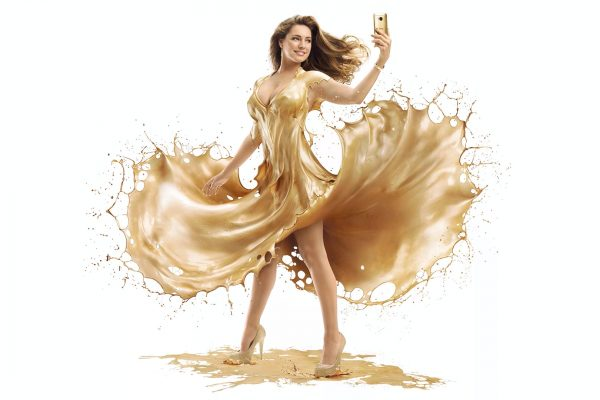 Kelly Brook Gold Paint